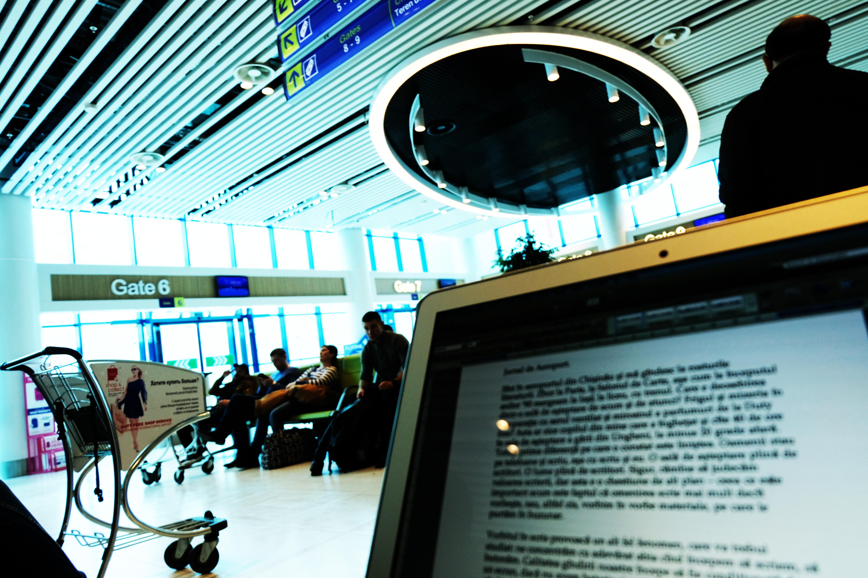 SAVATIE BAȘTOVOI: Jurnal de Aeroport. Voi la ce vă gîndiți într-o sală de așteptare?