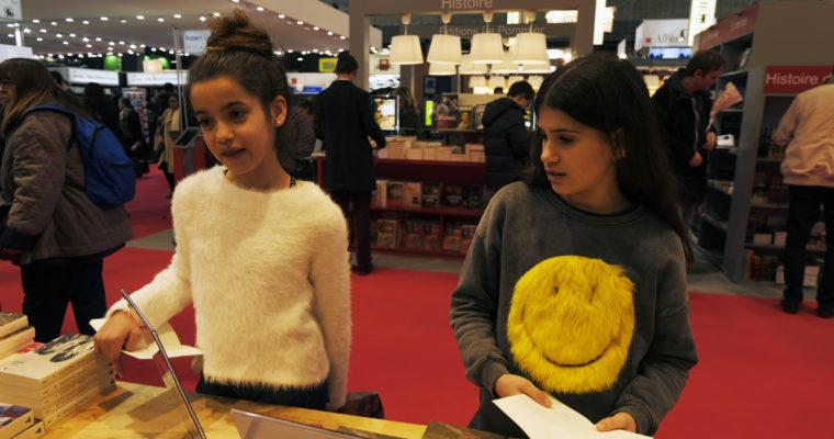 Leyla și Flora, cele mai frumoase fetițe din Paris – colecționarele de autografe
